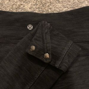 Lululemon grey and black capris